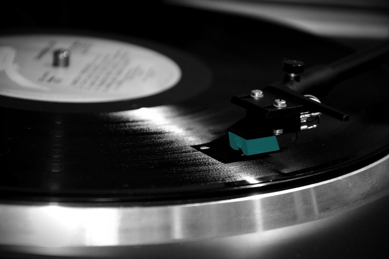 Stari gramofon LP
